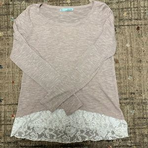Maurices pullover sweater w lace and zipper back.